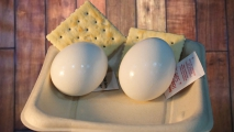 <h5>Egg and Cracker Snack </h5>